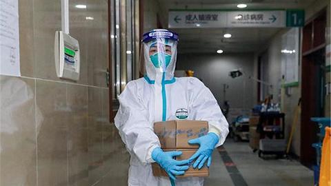 中南医院4名医护人员治愈后返岗