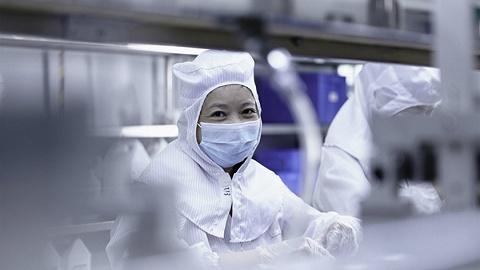 海外等着救命,中国工厂24小时赶制呼吸机和口罩