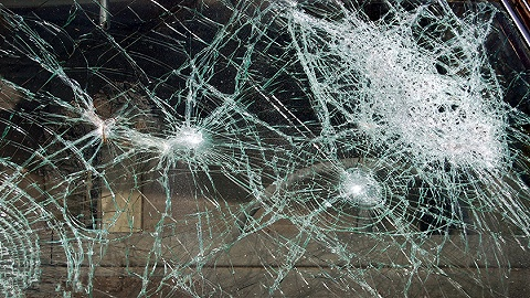 北京一凯迪拉克追逐竞驶酿车祸 涉事司机已被刑拘