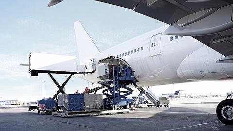 """航空公司开启""""客转货""""大潮,这能让它们走出市场低谷吗?"""