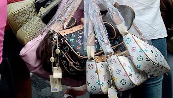 消费者报告|你在街上看到的LV假包,进货价也许只要5元
