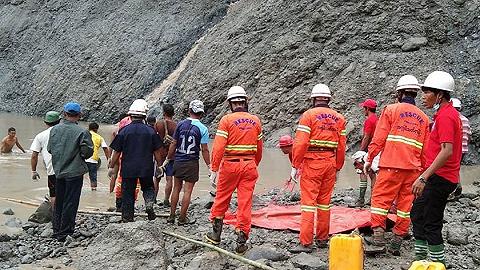 缅甸矿难目击者:6米高的泥水涌过去,所有人1分钟内就消失了