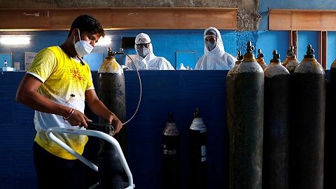 印度日增新冠确诊直奔10万,氧气奇缺价格飙涨5倍