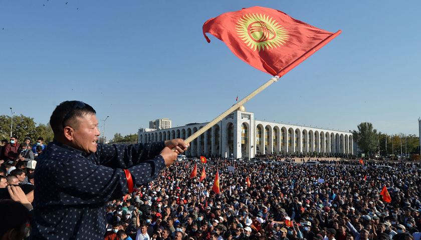 吉尔吉斯斯坦总理和议长辞职,反对派领导人上位插图1