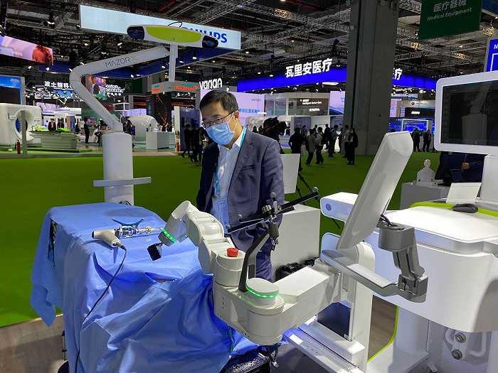 """未来的救命神器,这些""""机器人医生""""来了 进博会未来范儿"""