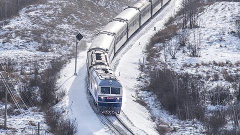 東北暴雪致電力機車停駛,調動內燃機車上場救援