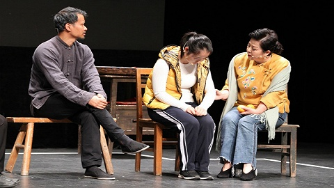 互动体验心理剧《小艺的故事》上演第77场,故事改编自留守儿童真实案例
