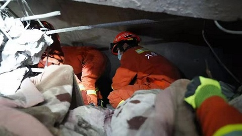 贵州六盘水市一在建厂房发生局部垮塌,5人被困
