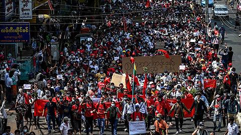 仰光6万人走上街头,缅甸爆发大规模抗议