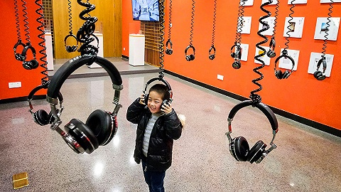 【图集】关注听力健康:无处不在的耳机