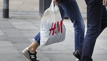 """网店疑被下架,门店顾客如常:""""抵制新疆棉""""事件对H&M中国影响几何?"""