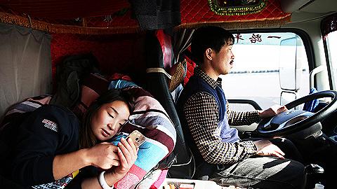 【图集】走进货车司机的真实生活:以车为家,星夜兼程