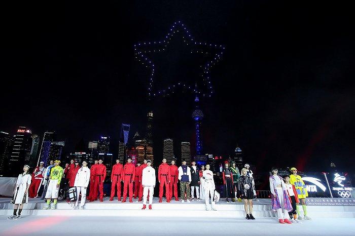 天富娱乐会员安踏官宣王一博任全球首席代言人,冬奥国旗款燃起国货热潮