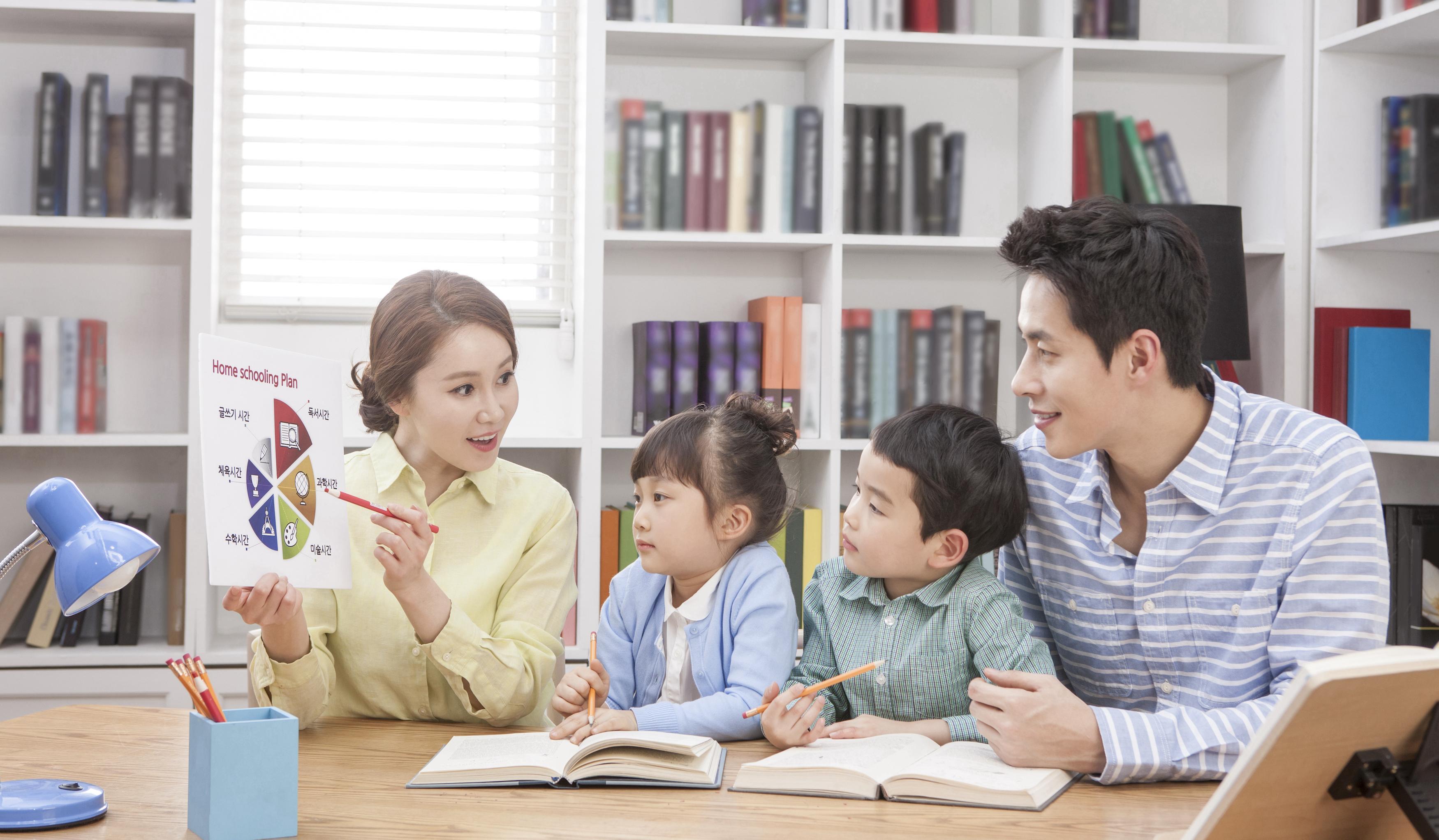 摩登5登录上海家庭教育大礼包来了:60堂精品课向家长免费开放
