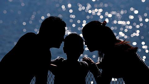 【专访】十年里三口之家变两口半,王广州:中国家庭规模出现根本性转变