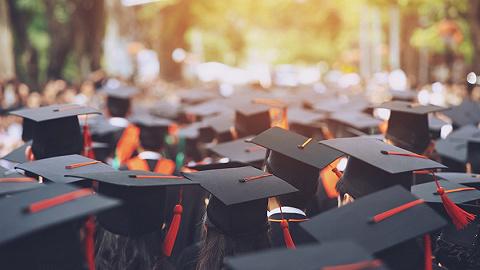 直通部委 | 2021年全国普通高校毕业生达909万 工信部下架90款侵害用户权益APP