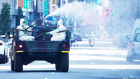 【图集】台湾疫情升温:街道空旷,学校停课,台积电受关注