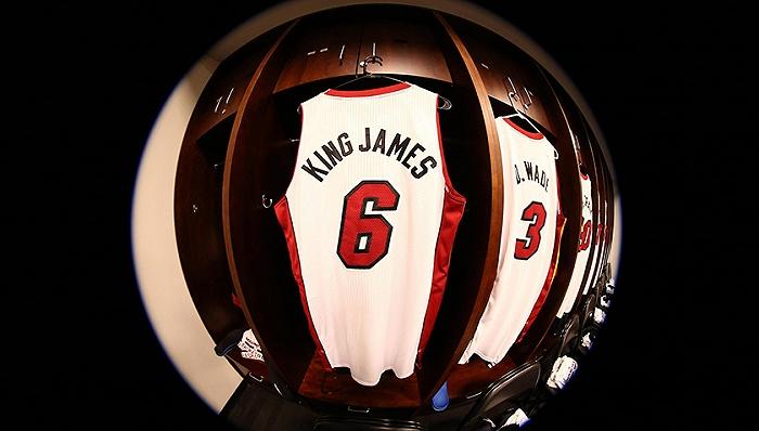 天富娱乐会员詹姆斯将换回6号球衣,主演电影不忘植入球鞋广告