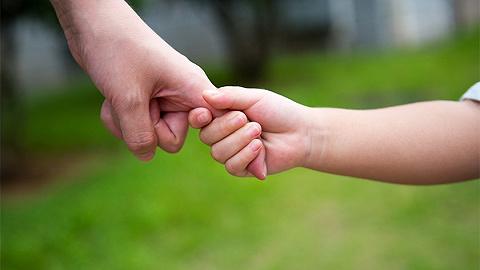 人民日报刊发专家建议:尽快落实父母育儿假制度
