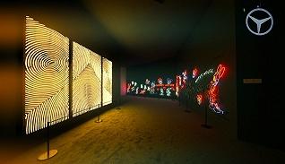 美术馆里最闪亮的作品居然是这台身上画满了米老鼠的奔驰V级MPV
