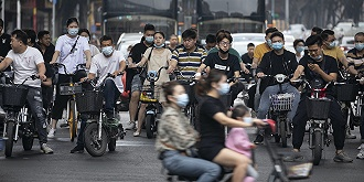 """从""""禁摩""""到""""禁电"""":城市交通管理如何走出""""一刀切""""魔咒"""