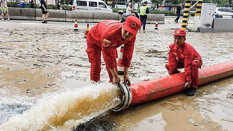【图集】抗洪一线:志愿者、解放军、救援队驰援河南