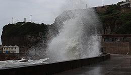 """台风""""烟花""""为何这么磨人?气象专家详解:慢性子,水汽足"""