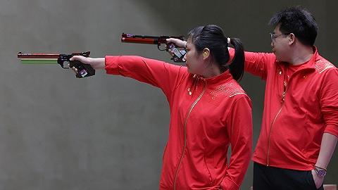 """中国军团   姜冉馨/庞伟赢""""小数点之战"""",摘奥运史上首枚10米气手枪混团金牌"""