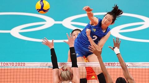 中国军团   中国女排0-3不敌美国队,两连败后力拼出线