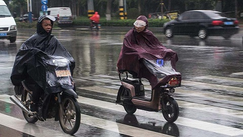 """台风""""烟花""""预计向东偏北方向移动,东北三省部分地区有大到暴雨"""