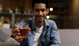 劝酒文化不仅是职场霸凌,从阿里员工被逼陪酒说起