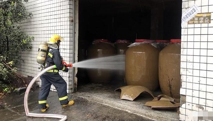 地方新闻精选 | 四川泸县地震致200余吨白酒泄漏 北京地铁对二孩和三孩免票