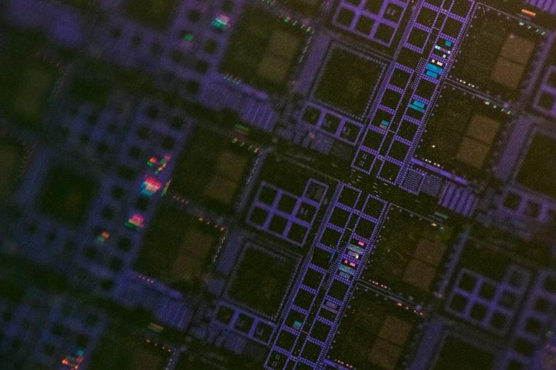 芯片短缺和人才难题待解,科技公司用AI做芯片设计会是出路吗?