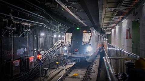 """上海地铁18号线一期北段开始空载""""跑图""""试运行"""