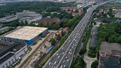 国庆假期自驾出行比例高,交通运输部:预计高速公路日均流量达4800万辆