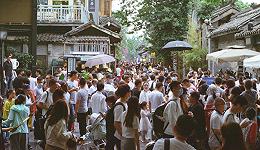 这个国庆节:中年人往外跑,95后宅家玩