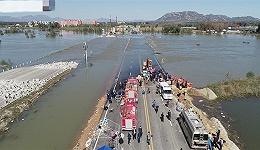 河北平山通勤班车坠河事故仍有11人失联,医院:获救者多为轻伤