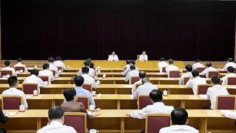 推动全面依法治市工作不断取得新成效!市委中心组举行学习会,听取专题辅导报告