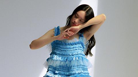以薄纱和舞蹈,诠释成年人的情感与浪漫丨上海时装周