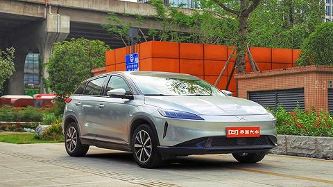 小鹏汽车G3,内饰科技感强,驾控感接近燃油车