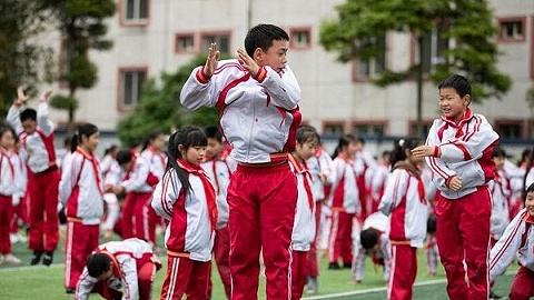 四川荥经:坚持大课间体育活动,增强师生体质
